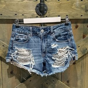 AEO DISTRESSED DENIM JEAN SHORTS  WITH LACE SIZE 4